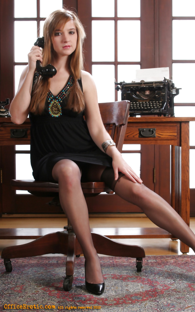Free Porn Gallery Stocking Office Babe at Upskirt Pics